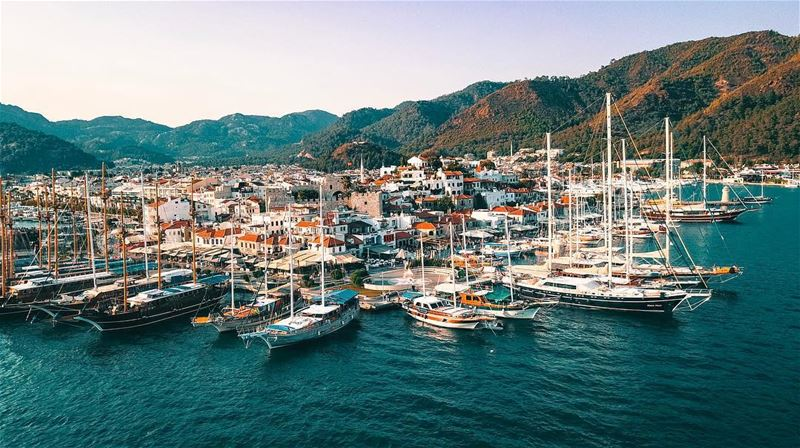 Sunset at Marmaris's Marina. The marina has a variety of restaurants,... (Marmaris Yatch Marine)