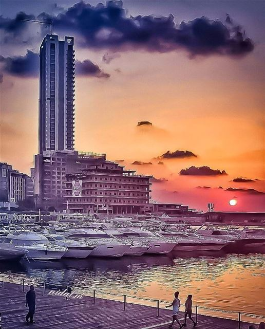 Good evening dear followers with this amazing photo from zaytounabay ... (Zaitunay Bay)