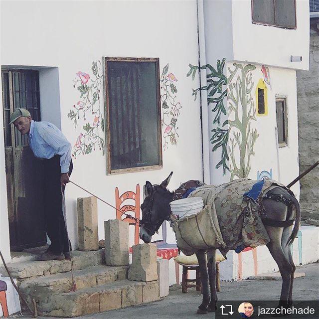 Repost from @jazzchehade Off street parking saghbine shadysgonewild ... (Saghbîne, Béqaa, Lebanon)