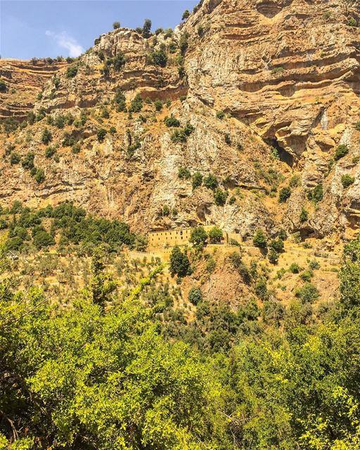 🇱🇧 🙏🏼 ... (Wadi Qannubin, Liban-Nord, Lebanon)