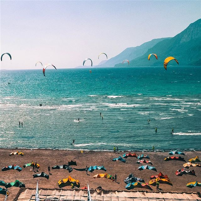 A beautiful festival of kite surfers at Gokova Bay; Turkey.A day not to... (KiteXtreme-Turkey/Gokova)