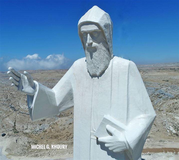 Saint Charbel ❤رفع اكبر تمثال للقديس شربل - تلة الصليب فاريا......
