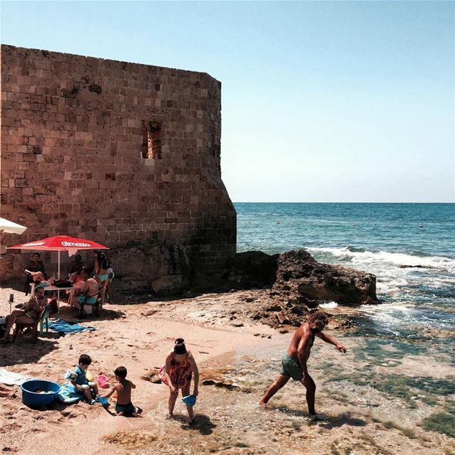 Feet in the water ☀️⛱🏊🏼 Beirut nature iamatraveler shotoniphone....... (Dar Alma)