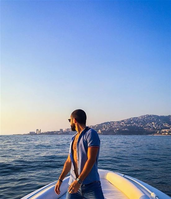 A good idea to relax and avoid daily traffic! sailing summer ... (Joünié)
