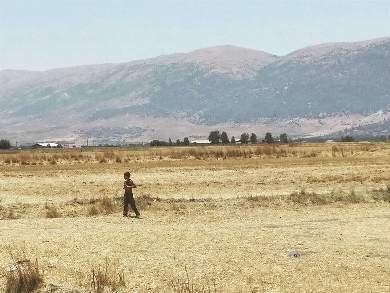 Lonely.... child voluntary agara polépolé lebanon minimal ... (Beqaa Governorate)