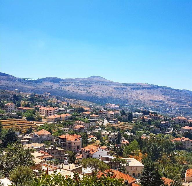 Hello monday🇱🇧❤❤ view houses mountains village sky discoverlebanon... (Falougha, Mont-Liban, Lebanon)