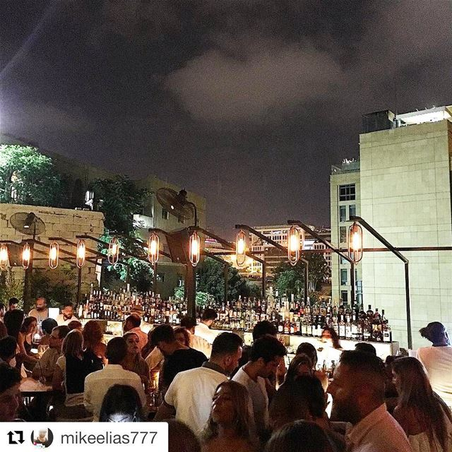Repost @mikeelias777・・・Rooftop bars are the best jackieontheroof ... (Jackieo)