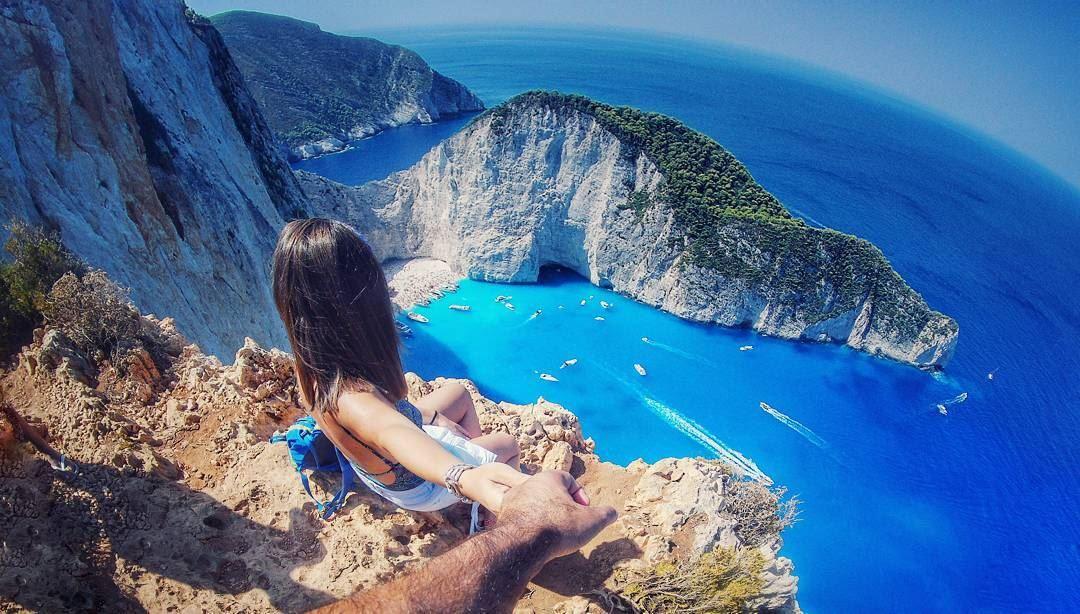 There....u should takemyhand 🙈 zakynthosisland shipwreck.......... (Shipwreck Cove, Zante)
