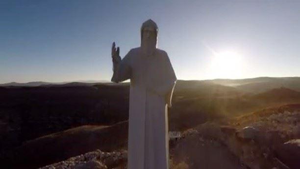 🇱🇧 Você sabia que há poucos dias foi erguida no Líbano a maior estátua... (Faraya, Mont-Liban, Lebanon)
