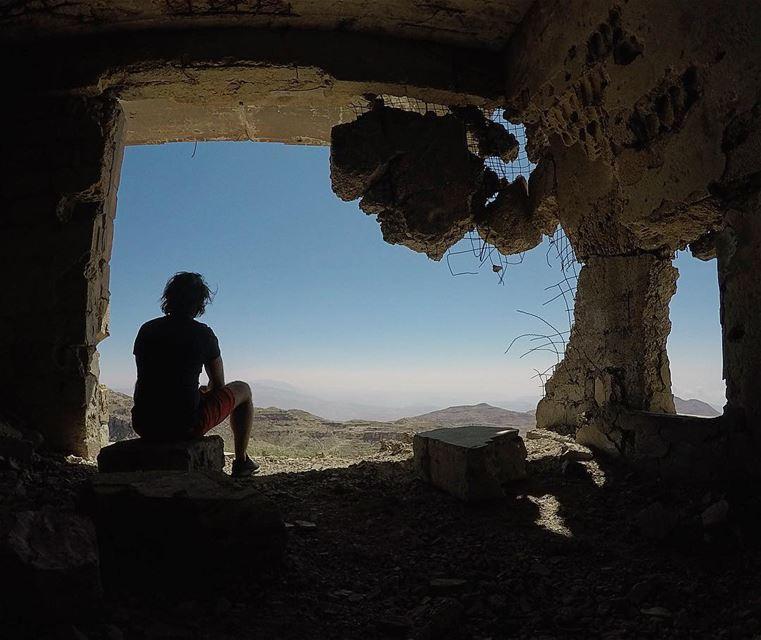 Dilapidated. wartorn ... (Jabal el Knîssé)