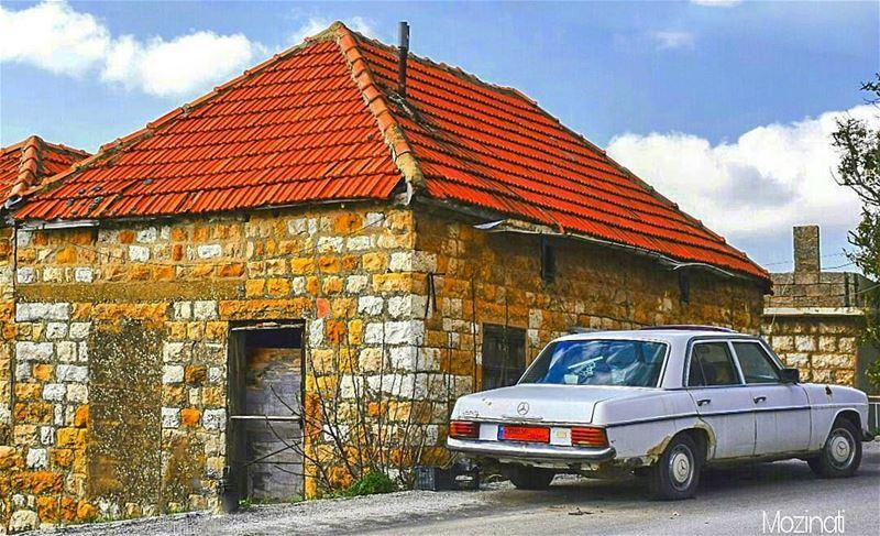 mercedes mercedesbenz old oldcar oldhouse houses architecturephotography... (Beït Chabâb, Mont-Liban, Lebanon)