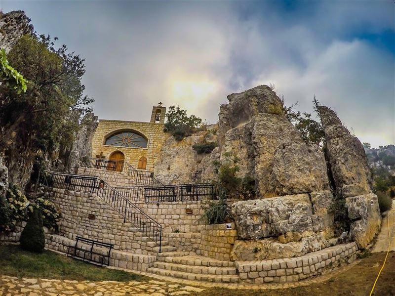Memorial church of the lebanese Christian resistance special forces... (غابة الشهيد، طبرية، رعشين)