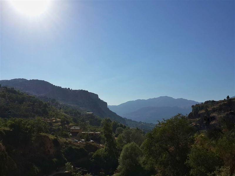 الرجل الجاهل يتوهم الأخطار التي لا يمكن أن توجد،، لكن المعرفة تتوّج الشجعان (Lasa, Mont-Liban, Lebanon)
