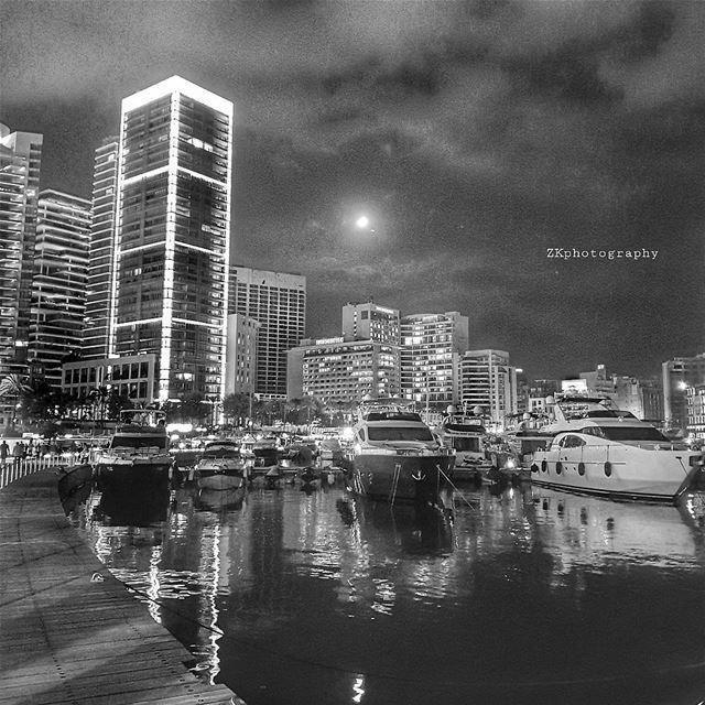 Beirut by night 🌟 * insta_lebanon ig_lebanon lebanon_pictures ... (Zaitunay Bay)