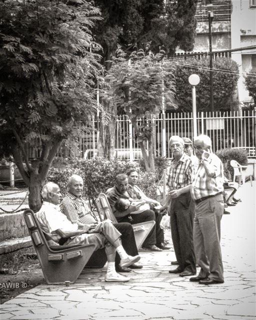 good evening old men streetphotography lebanonspotlights oldbeirut ... (Sioufi)