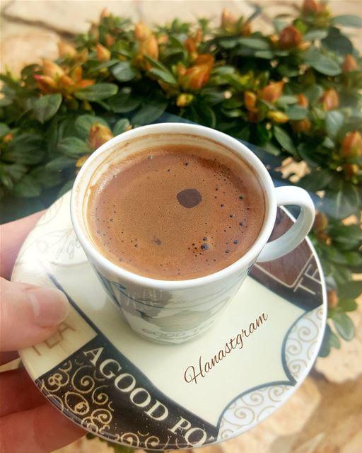 قوية كالحرب .....ناعمة كالسلام .....هي قهوتي_السمراء قهوة_المساء روقان