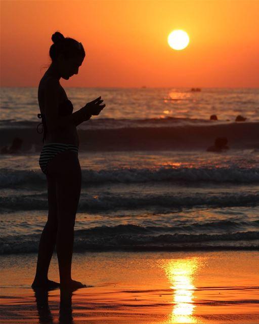 زينة الدني loveyouzanzoun tyrebeach sunsetwithlove sunsetlove ... (Tyre, Lebanon)