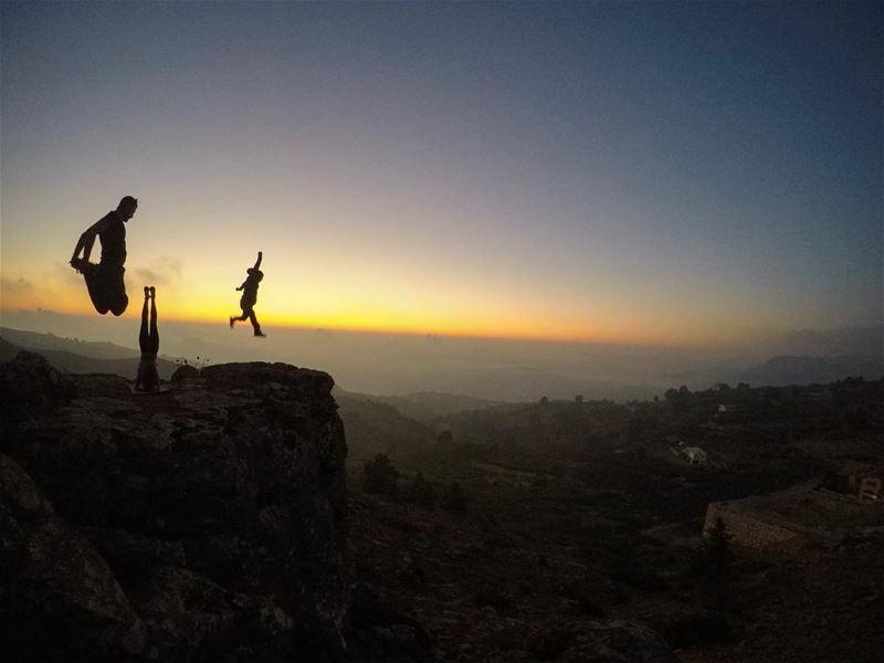 Challenge Accepted @chriskabalan @mountaindewlebanon 🕴🏻I challenge @daddy (Somewhere On Earth)