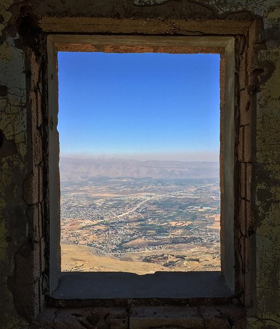 Window to the heart of the bekaa 🖼.. bekaa as seen from jabal el ... (Jabal el Knîssé)
