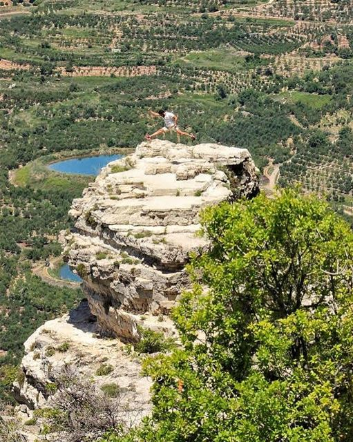 🏃🏻 jubranjumps📸: @tommakdissy (Akoura, Mont-Liban, Lebanon)