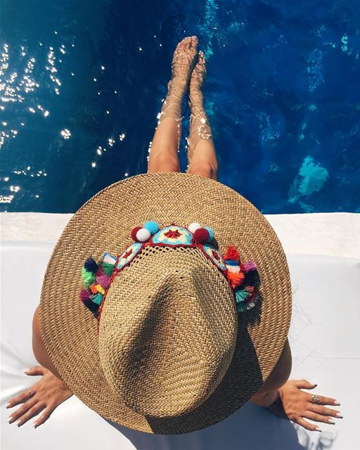 Under one big @lucedelsole.leb 👒 to shield me from the ☀️...... (Chez Fouad)