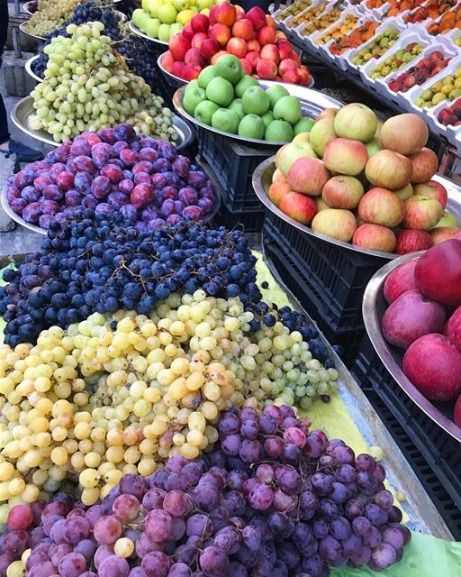You can't end the trip without buying fruits from Nabaa Safa🍇🍐🍎🍏🍊🍑🍒... (Nab` As Safa, Mont-Liban, Lebanon)