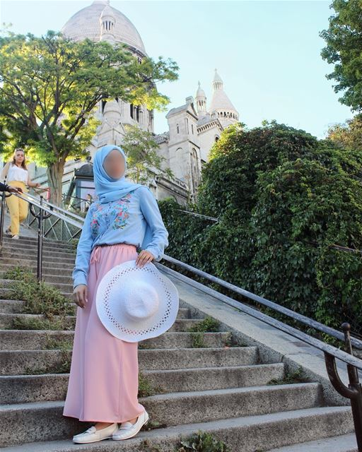 Blue or pink? Why not both? Btw did you know that blue was a girly color... (Montmatre; Sacré-Coeur)