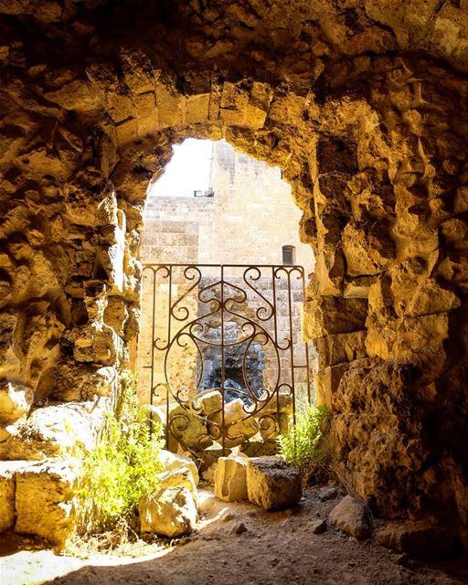 //🍃☉// tripoli lebanon livelovelebanon lebanoninapicture gate sunlight... (Tripoli, Lebanon)