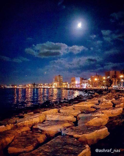 مَرَق الصيف بْمَوَاعيدووالهوى لَمْلَمْ عَنَاقِيدو...وما عرفنا خَبَرْ عنّك (Tyre, Lebanon)