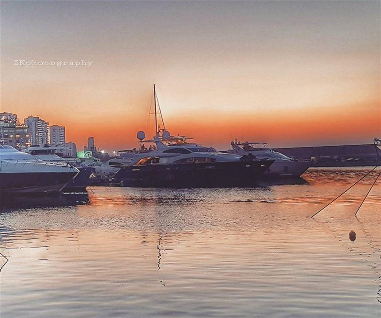 L'horizon ... * ptk_lebanon livelovelebanon beirutconnected ... (Zaitunay Bay)