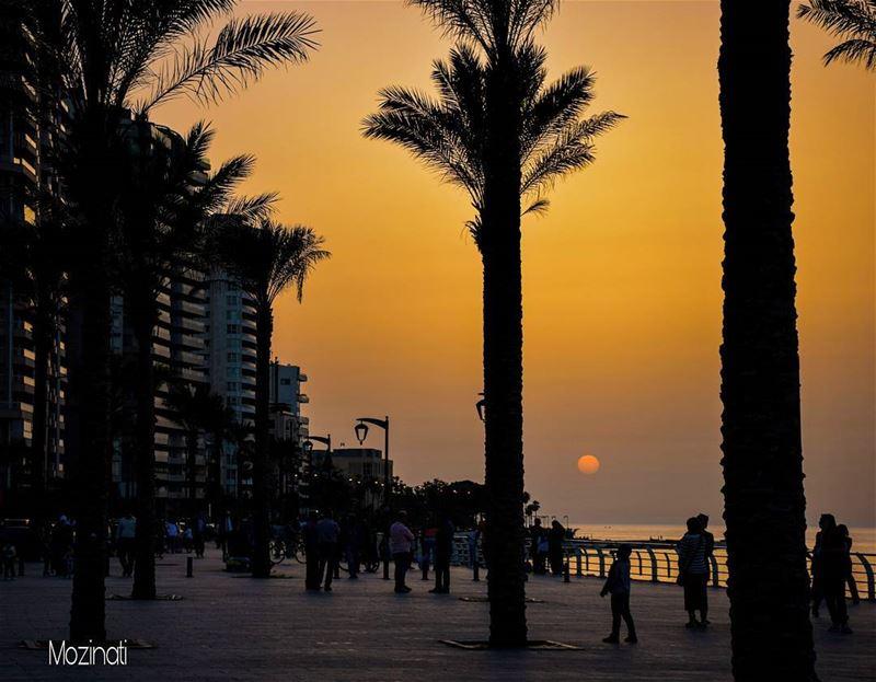 sunset sunsets sunsetlovers sunsetlove sunset_hub sunset_ig people... (Ain El Mreisse, Beyrouth, Lebanon)