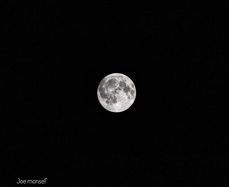 قالو القمر أيَّ قمر .. إنتِ بعد أحلا. بعيونِك بيحْلا♥️ moon moonlight ...