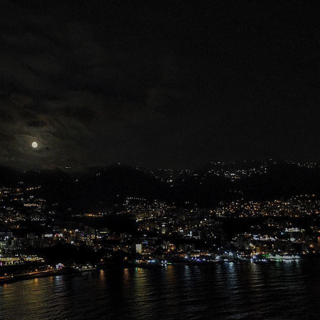 Luna hoy en Libano Lebanon Liban Jounieh Adma Tabarja Ghazir ...