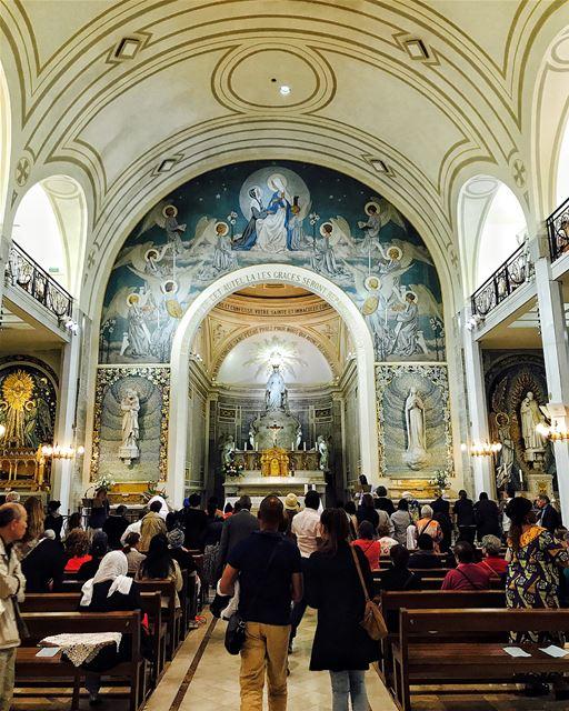 """""""Venez au pied de cet autel. Là, les grâces seront répandues sur toutes... (Chapel of Our Lady of the Miraculous Medal)"""