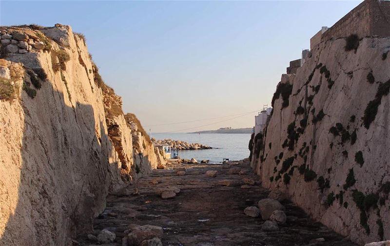 lebanonisbeautiful mountainroad mountainstones anfeh seaside ... (Ta7T El Ri7)