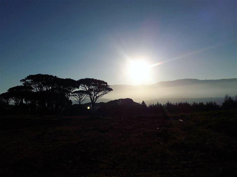 With a cold breeze in the morning 😍 morning fog mountain sunrise ... (Marjayoûn, Al Janub, Lebanon)