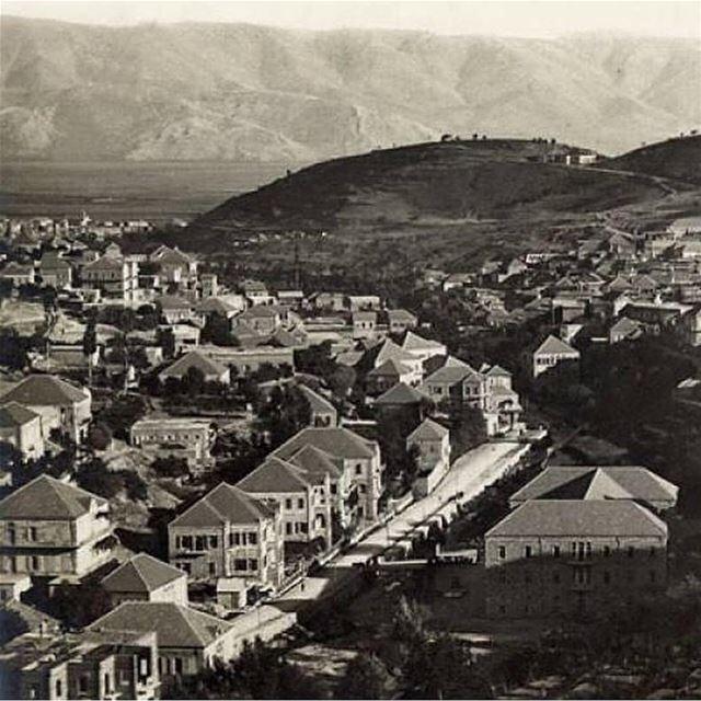 🇱🇧 Fotos antigas do Líbano são sempre bem vindas. Esta é Zahle em 1948,... (Zahlé, Lebanon)