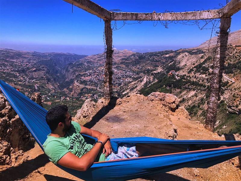 Sometimes byen3aso el herrass😴 michNeyim ... (Bcharreh, Liban-Nord, Lebanon)