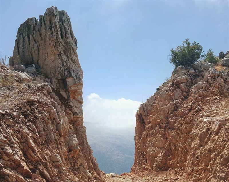 The Sky Gate ☁️Can you spot the gatekeeper?... rockymountains summer... (Mount Lebanon Governorate)