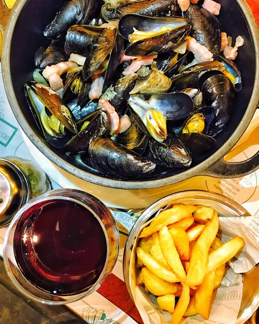 Rainy Friday Parisian night well spent with moules, frites and wine at Léon (Leon de Bruxelles)