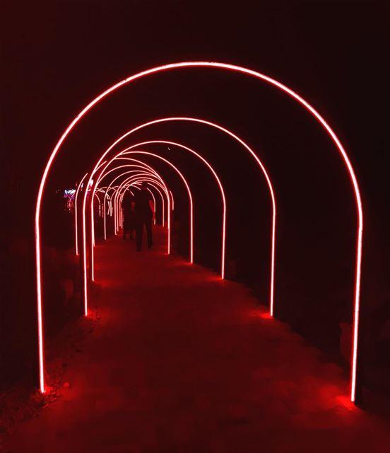 lebanon🇱🇧 beirut lights tunnelslight red redlight photografo ... (صيف Feb30)