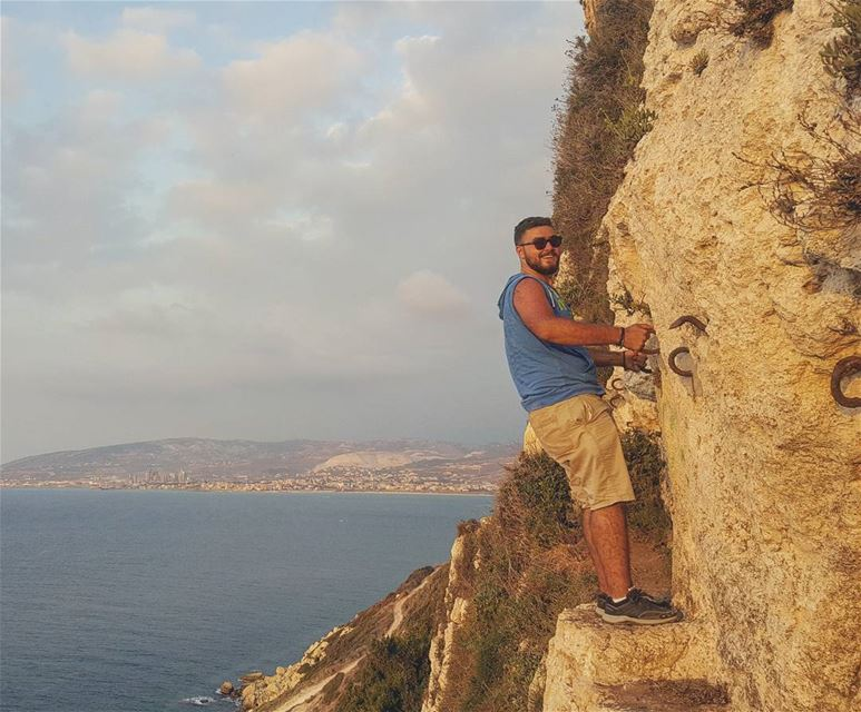 The smile😁before the fall😨...... rockymountains summer cliff ... (Hamâte, Liban-Nord, Lebanon)