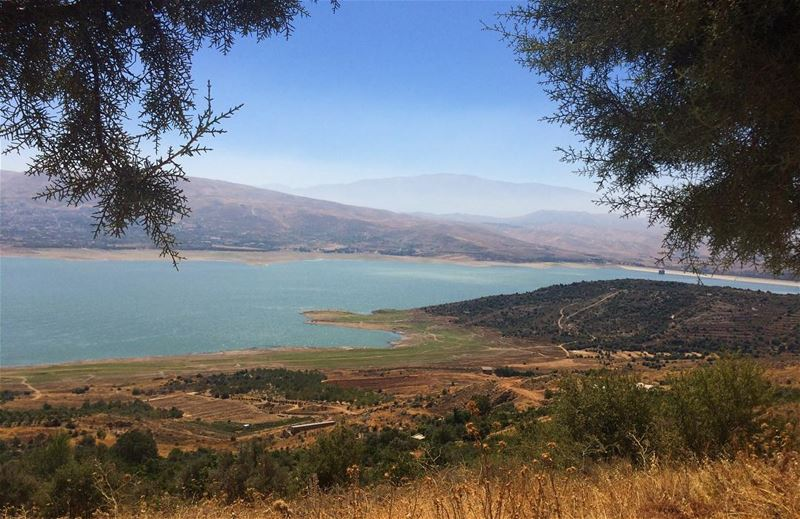 lebanon lake livelovelebanon summer holidays estate vacanze ... (Lake Qaraoun)