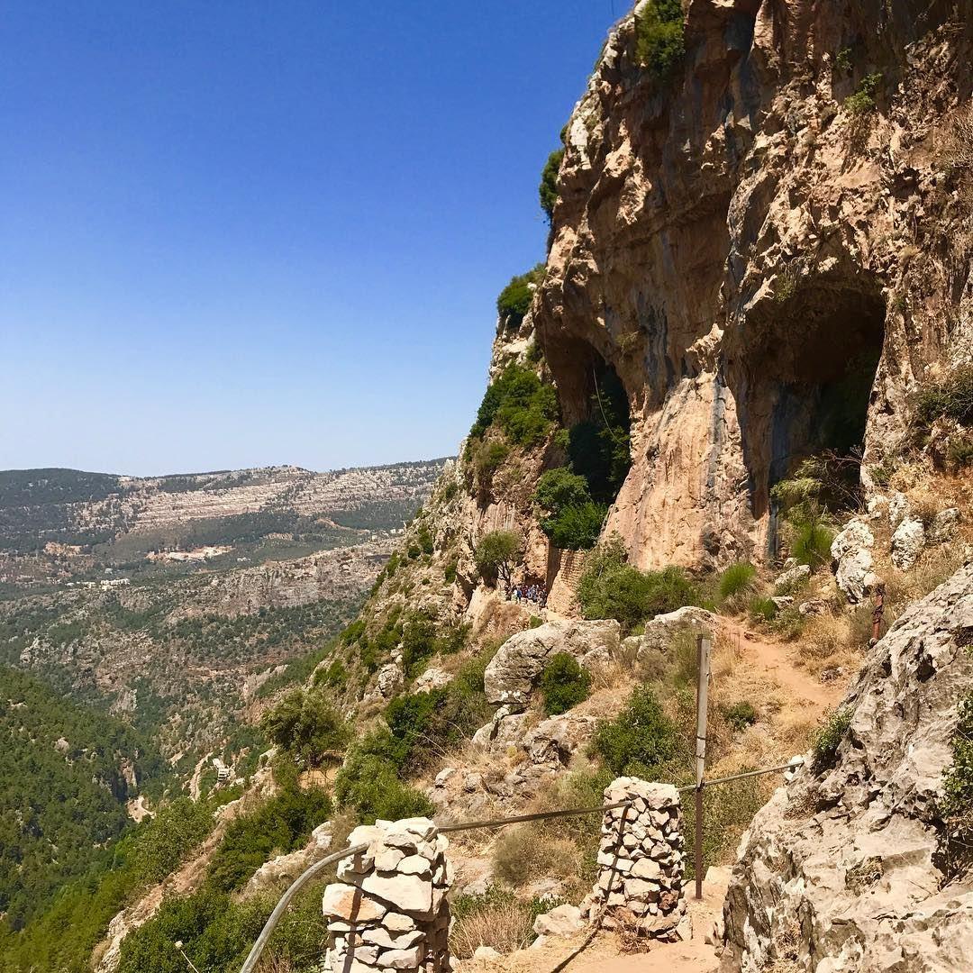 Discovery consists of looking at the same thing as everyone else and... (Wadi Qannubin, Liban-Nord, Lebanon)