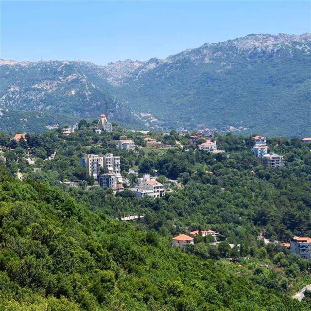 Happy ☀️day Keserwan_______🇱🇧_______ lebanon come visit mycountry ... (El Ghîné, Mont-Liban, Lebanon)