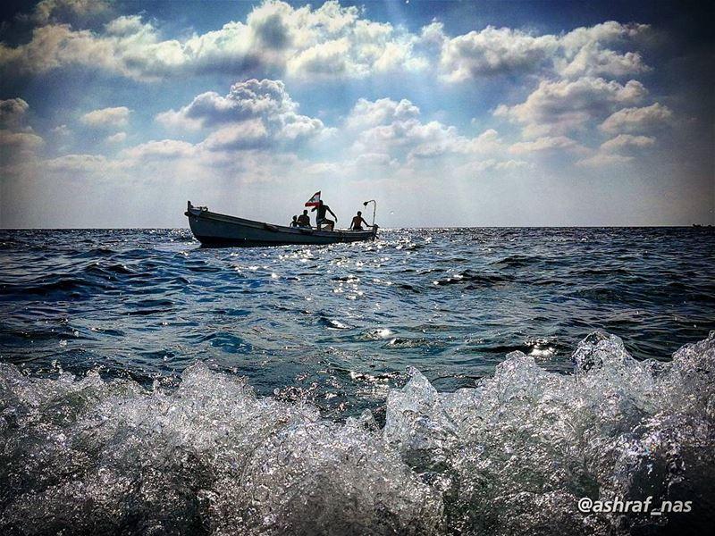 لماذا أسلم للبحر أمريوأمنح للريح أيام عمري...وهل في البحار سوى العاصفاتت (Tyre, Lebanon)