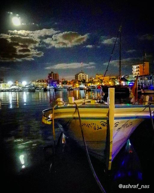 رجع أيلول وأنت بعيدبغيمة حزينة قمرها وحيد... livelovetyre ... (Tyre, Lebanon)