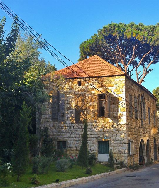 Old house in Araya 😍 lebanon nature naturelovers natureporn ... (Araya, Mont-Liban, Lebanon)