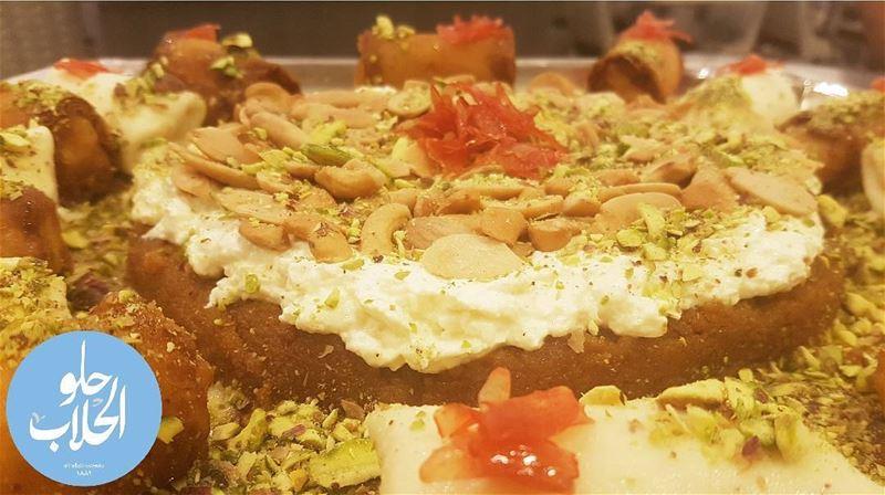اطيب صحن مفروكة سمرا شي ولا اطيب من هيك 👌😍 حلو_الحلاب ------------------ (Abed Ghazi Hallab Sweets)