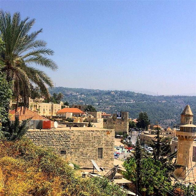 deirelqamar livelovedeirelqamar lebanon lebanonisbeautiful ... (Dayr Al Qamar, Mont-Liban, Lebanon)